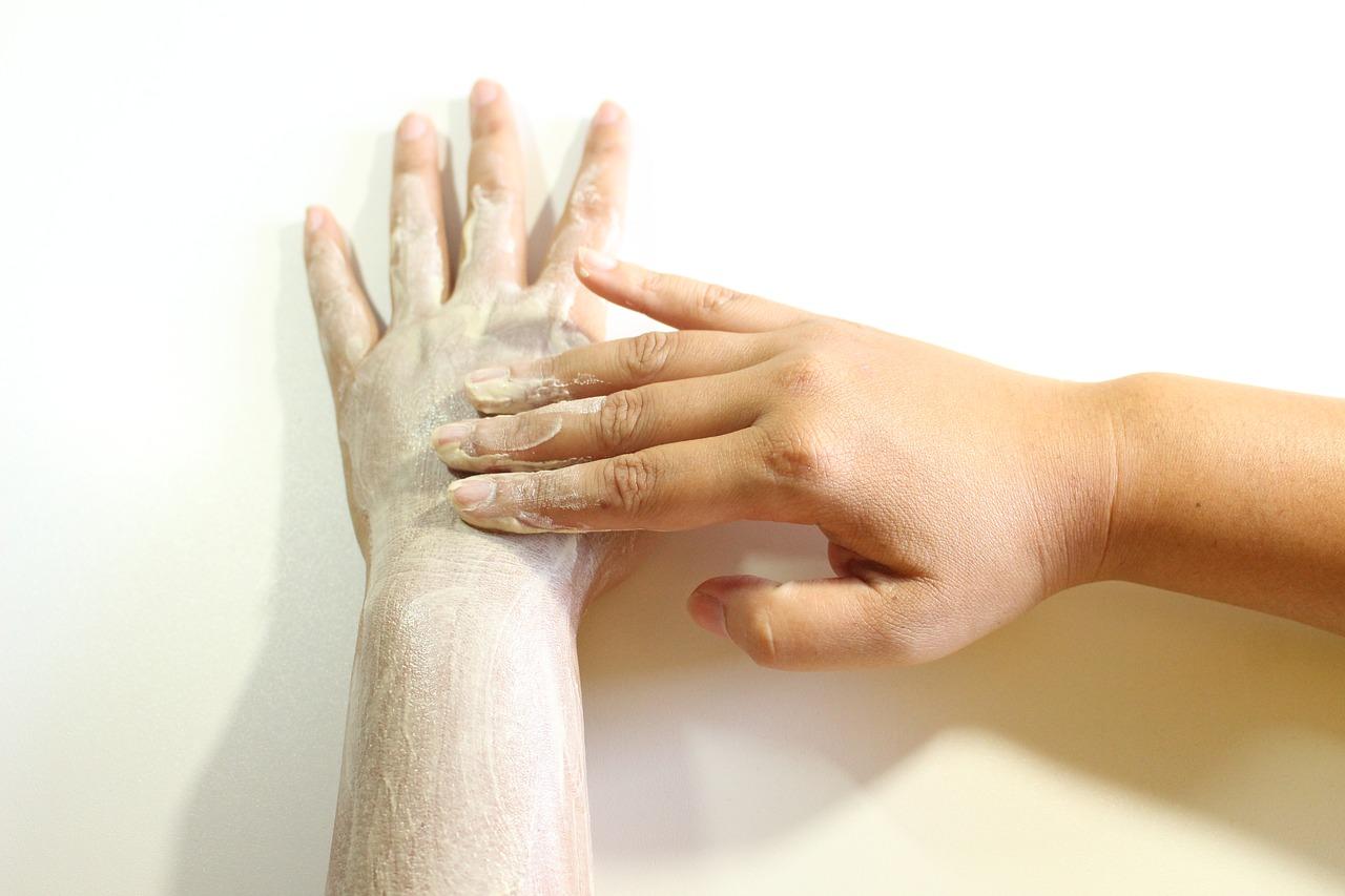 Złuszczanie skóry peelingiem