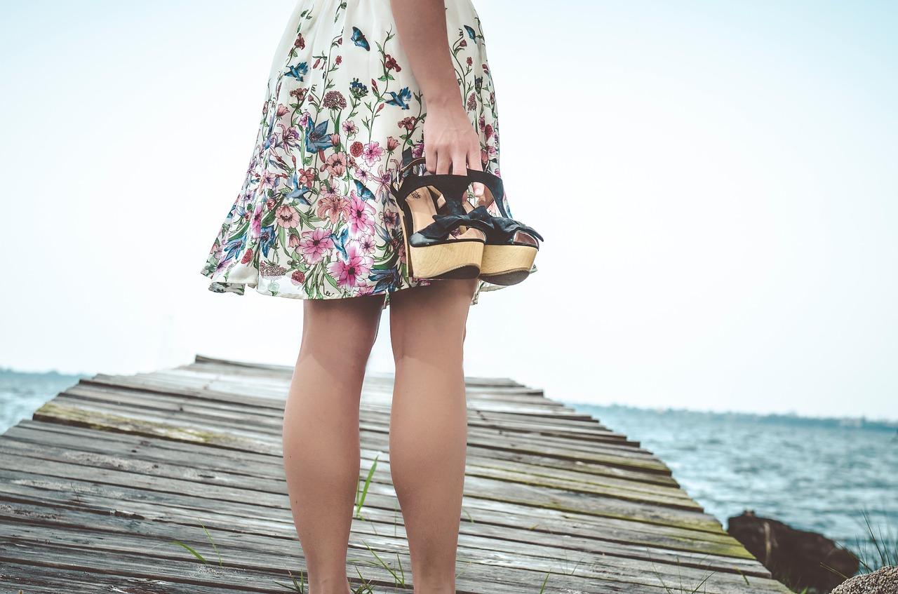 Modne spódnice na lato 2020 – jakie modele musisz mieć w swojej szafie?