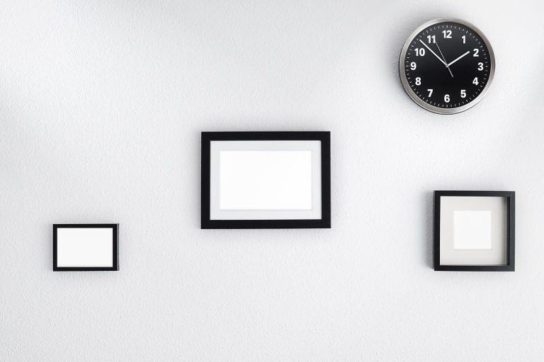 Jak rozmieszczać obrazy na ścianie?