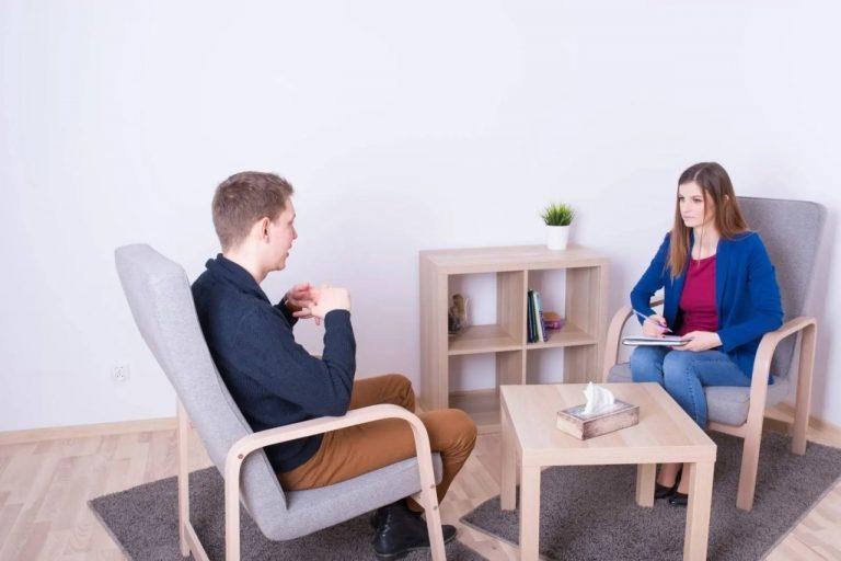 Poradnia psychologiczna – kiedy warto się do niej udać?