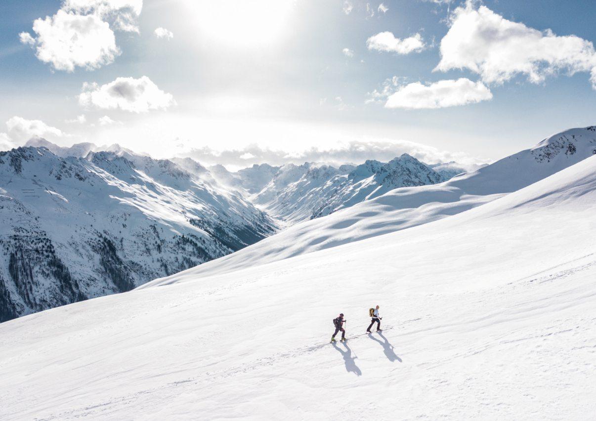 zaśnieżone góry