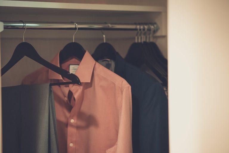 Odzież męska to nie tylko jeansy i koszule. Pomyśl też o marynarce